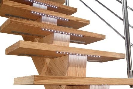 design trap met ledverlichting onder de trede zeer mooie trap. Black Bedroom Furniture Sets. Home Design Ideas